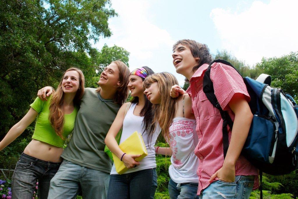 фото молодежь на природе